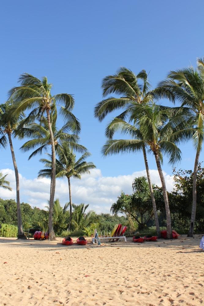 Hanalei Bay Beach Kauai Hawaii - Hawaiianly.com