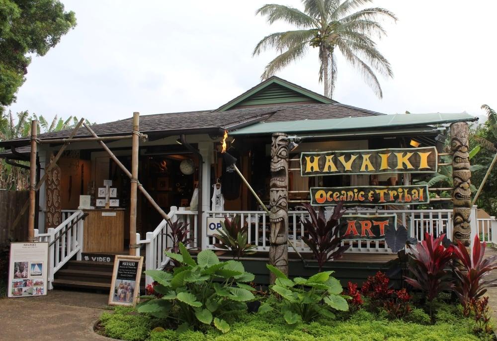 Hanalei Bay Kauai shopping - Hawaiianly
