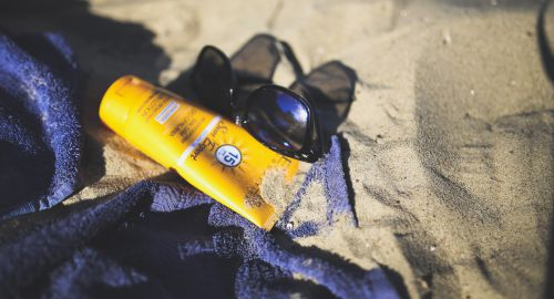 What Sunscreen is Banned in Hawaii? Plus 7 Reef Safe Options